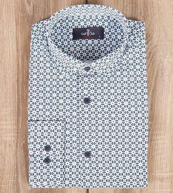 Męska koszula we wzory geometryczne z długim rękawem.