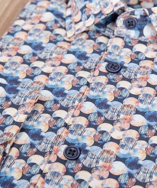 Męska koszula wzorzysta w kółka z długim rękawem.